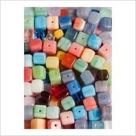 Микс прессованных бусин (раЕноцветные кубики)