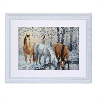 "Вышитая бисером картина ""Лошади зимой"""