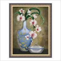 """Вышитая бисером картина """"Ваза с орхидеями"""""""